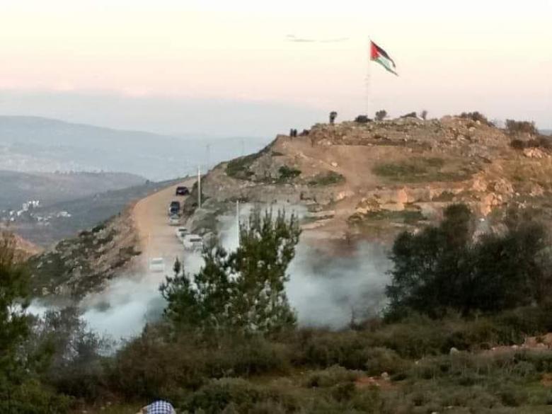 الاحتلال يهاجم المرابطين على جبل العرمة جنوب نابلس