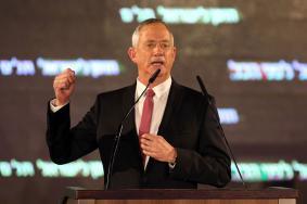 غانتس يقيل مستشاراً بارزاً قد ينسف مواقعه قبيل الانتخابات