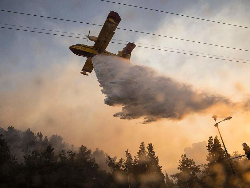 """نتنياهو يقبل طلب مصر والأردن المساعدة بإطفاء الحرائق في """"إسرائيل"""""""