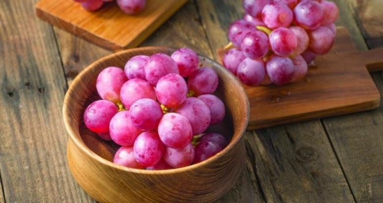 العنب يعالج أكثر الأمراض العصبية انتشاراً