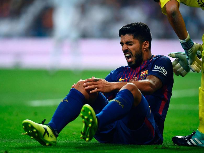 برشلونة يعلن حجم إصابة سواريز