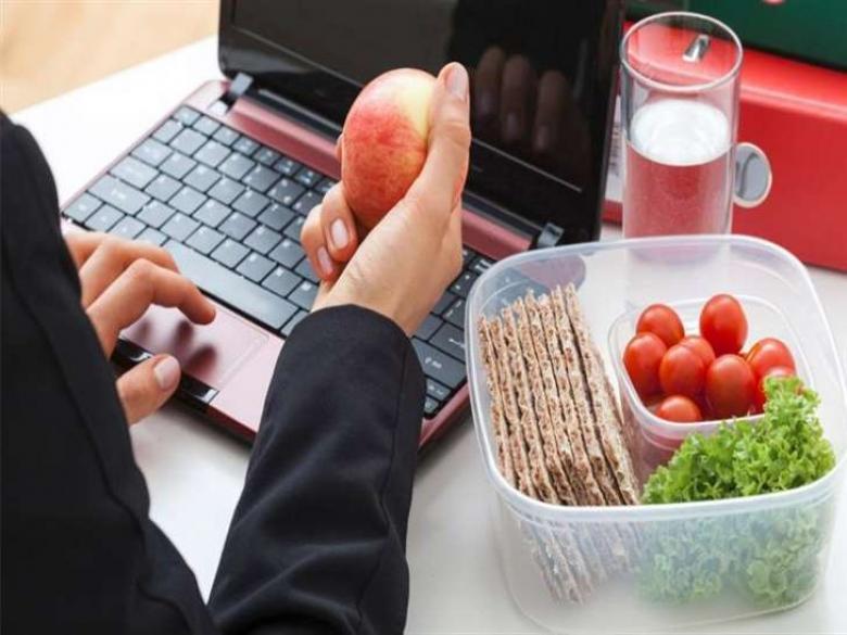 تعرف على أفضل أطعمة أثناء العمل