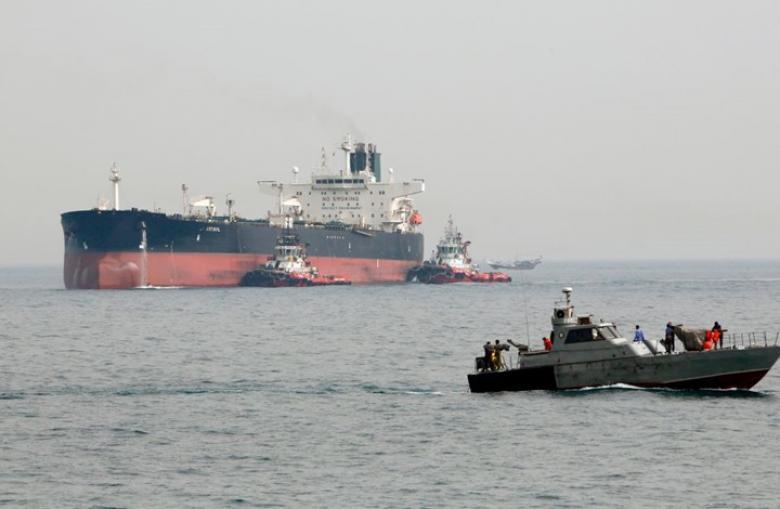 إيران تحتجز ناقلة نفط أجنبية في الخليج