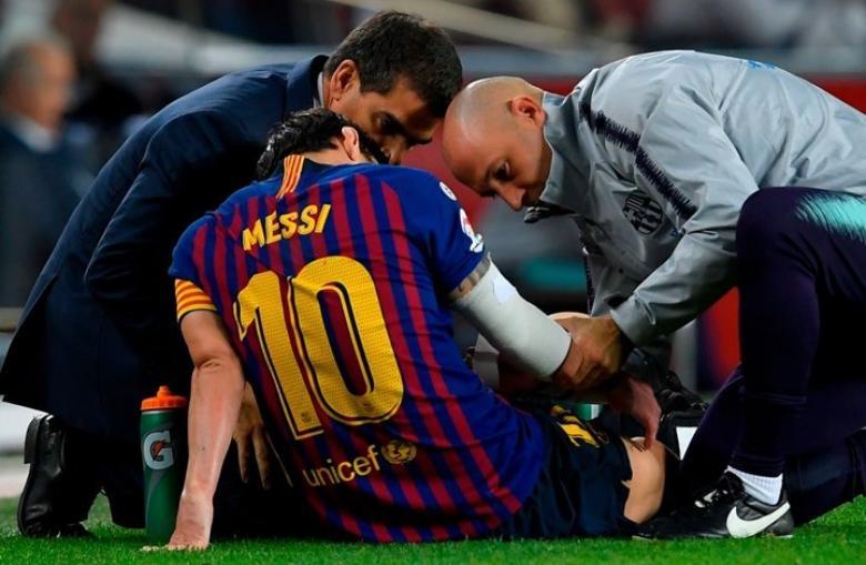 """مورينيو يطلب من لاعبيه """"ضرب"""" ميسي"""