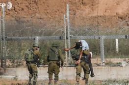 الاحتلال يعلن اعتقال فلسطينيين اجتازا السياج شمالي القطاع