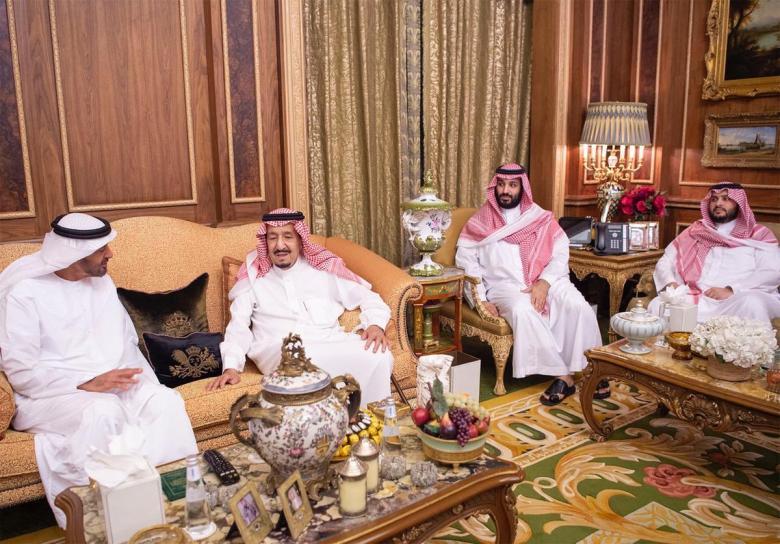 ظهور ابن سلمان وابن زايد في أحد مطاعم الرياض