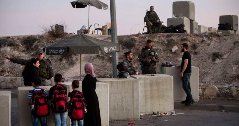 الاحتلال يغلق مدخل مخيم الفوار جنوب الخليل