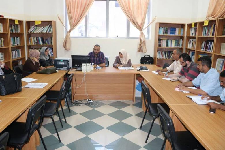 تعليم الوسطى يعقد اجتماعا للجنة إعداد مادة التربية المكتبية