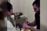 شاب يتقدم للزواج من ممرضة بطريقة غير مألوفة