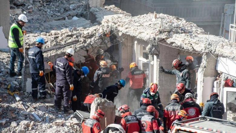 زلزال تركيا.. انتشال ضحايا من تحت الأنقاض والقتلى بازدياد