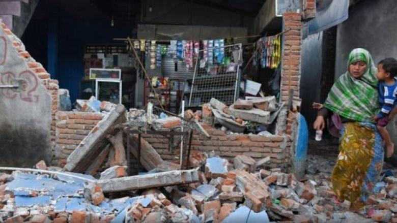 ارتفاع حصيلة قتلي زلزال لومبوك بأندونيسيا إلى 142