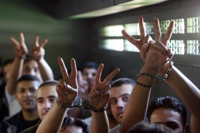 أسيران يدخلان عامها الـ 16 في سجون الاحتلال