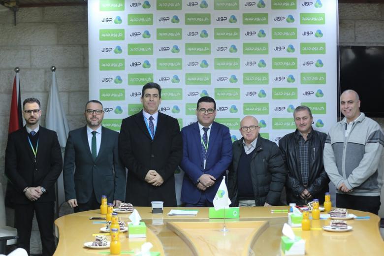 """""""جوال"""" توقع اتفاقيّتي دعم وتعاون مع بلدية """"الشوكة"""" و""""جمعية الشبان المسيحية"""""""