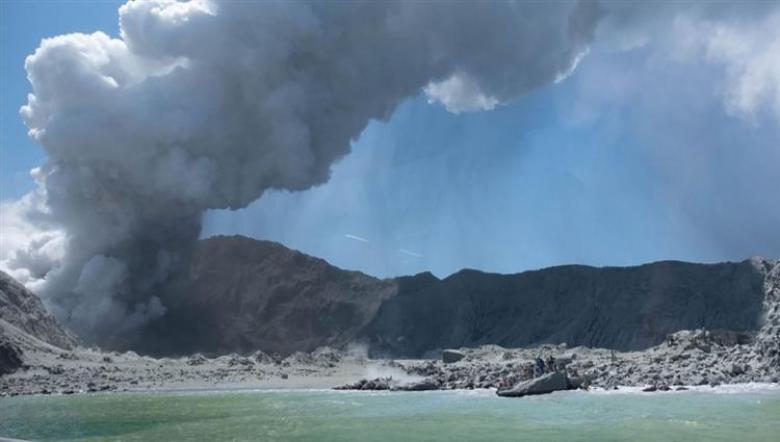 ارتفاع حصيلة ضحايا بركان نيوزيلندا إلى 20 قتيلاً