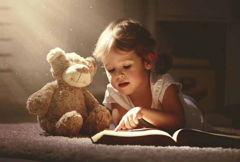 تطوير اللغة عند طفلك بحسب عمره؟