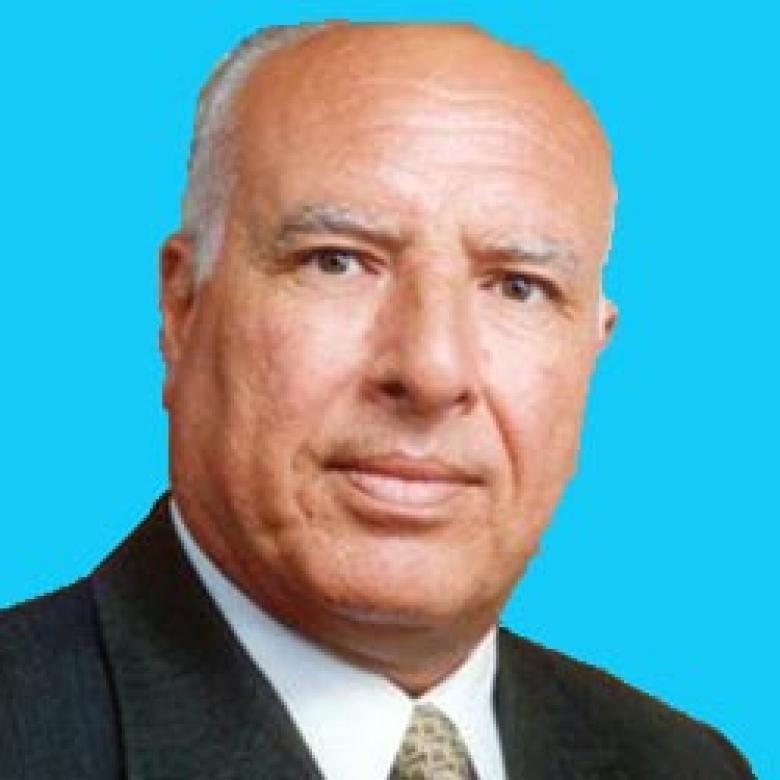 الشيخ حسن يوسف يرفع رأسه بوفاء شعبه