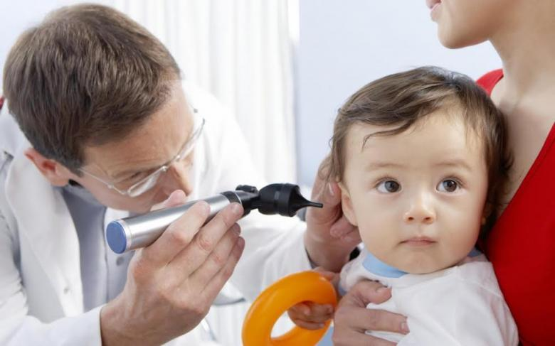 هذه العلامات تنذر بمشاكل السمع لدى طفلك