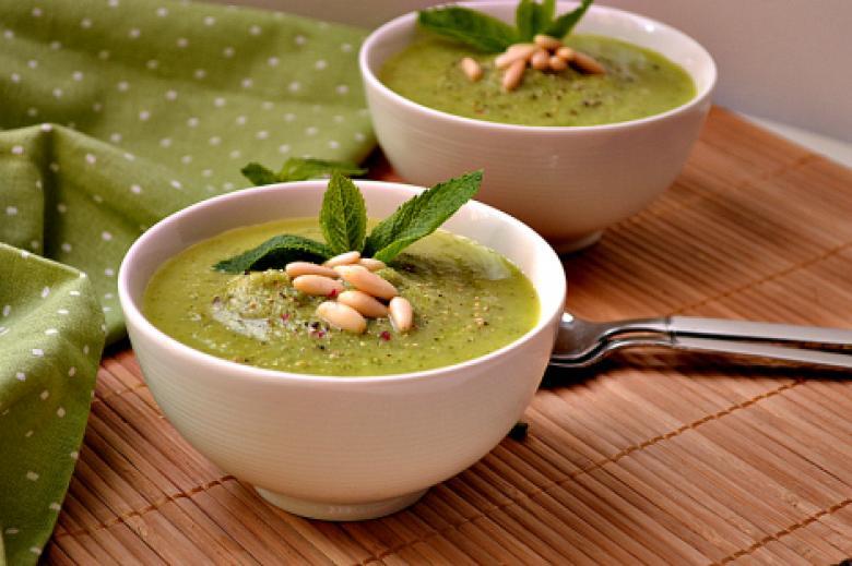 وصفة سهلة لعمل حساء الكوسا والنعناع بالصور
