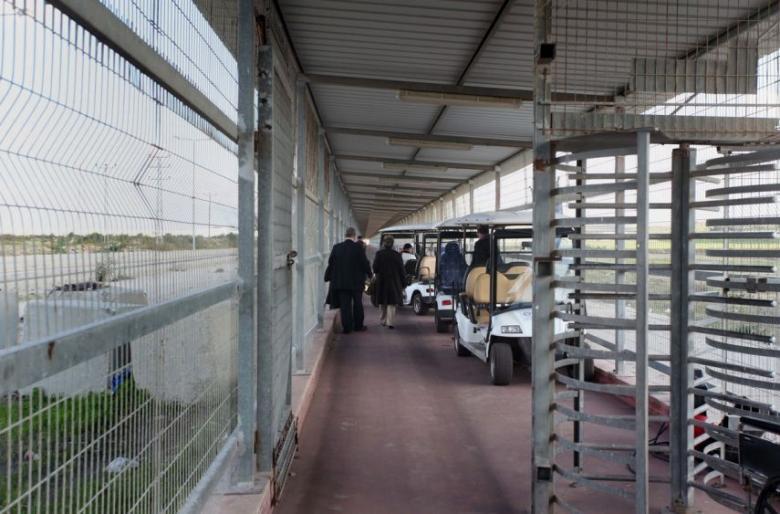الاحتلال يعتقل مواطناً على معبر بيت حانون