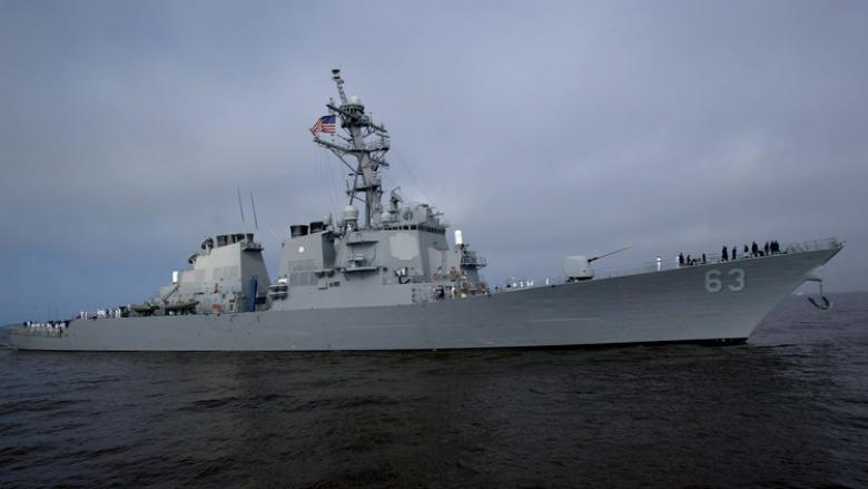 مدمرة أمريكية تسبح في بحر الصين الجنوبي