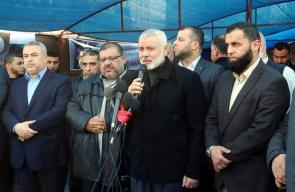 فصائل المقاومة تقيم خيمة عزاء شهداء الضفة في غزة بمشاركة هنية