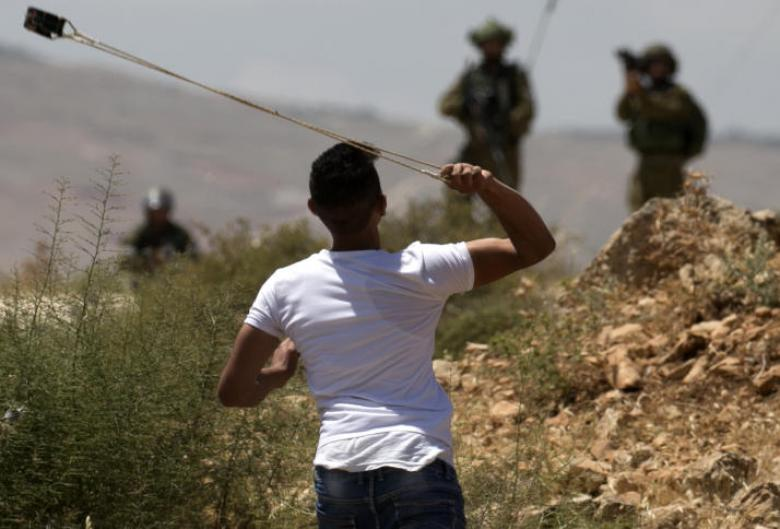 إصابة جنديين جراء رشقهما بالحجارة برام الله