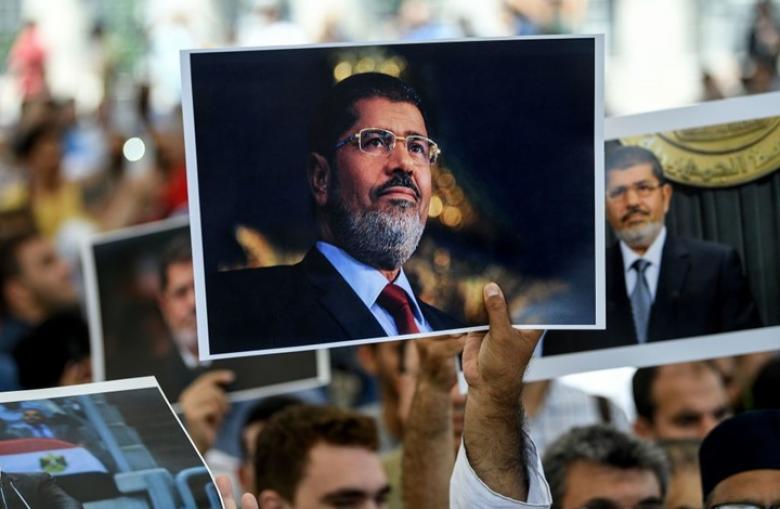 تفاصيل 20 دقيقة بعد إغماء مرسي