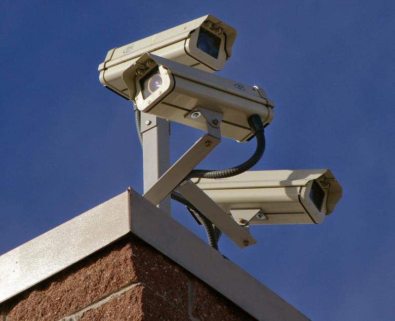 الاحتلال ينصب كاميرات مراقبة على مدخل اللبن الشرقية جنوب نابلس