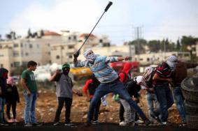 اندلاع مواجهات عنيفة مع الاحتلال بمناطق واسعة بالضفة