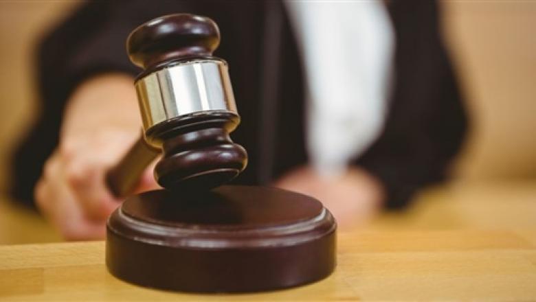 حبس امرأة كويتية بسبب حديثها مع ابنها