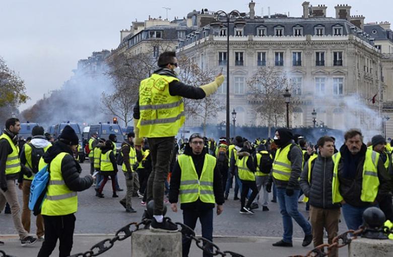 """الإعلام المصري و""""السترات الصفراء"""".. """"فزاعة"""" لإبعاد الاحتجاجات"""