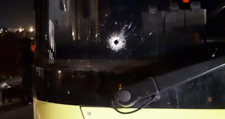 إصابات في عملية إطلاق نار على حافلة مستوطنين في بيت إيل