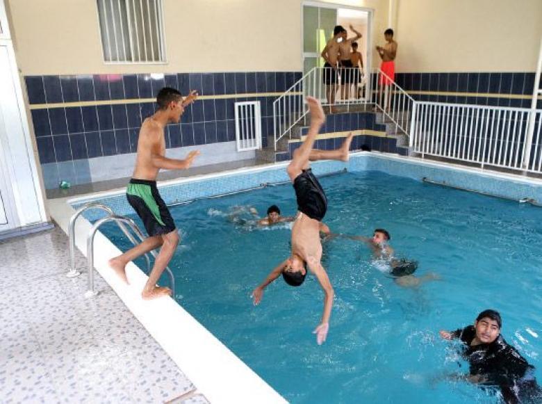 مصرع طفل غرقا في بركة سباحة بدير البلح