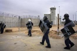 محاكمات داخلية للأسرى المضربين بسجن النقب