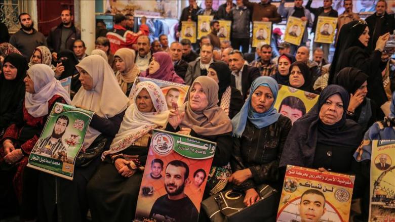 فلسطينيون بغزة يتضامنون مع المعتقلين في السجون الإسرائيلية