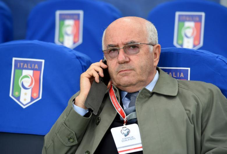 استقالة رئيس الاتحاد الإيطالي لكرة القدم