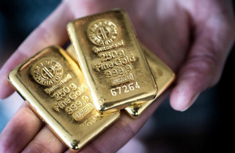 الذهب يصعد من أدنى مستوى في عام مع خسائر للدولار