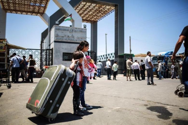 إعلان هام للمسافرين عبر معبر رفح