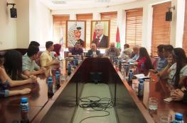 رئيس بلدية نابلس يجتمع مع المجلس البلدي الشبابي