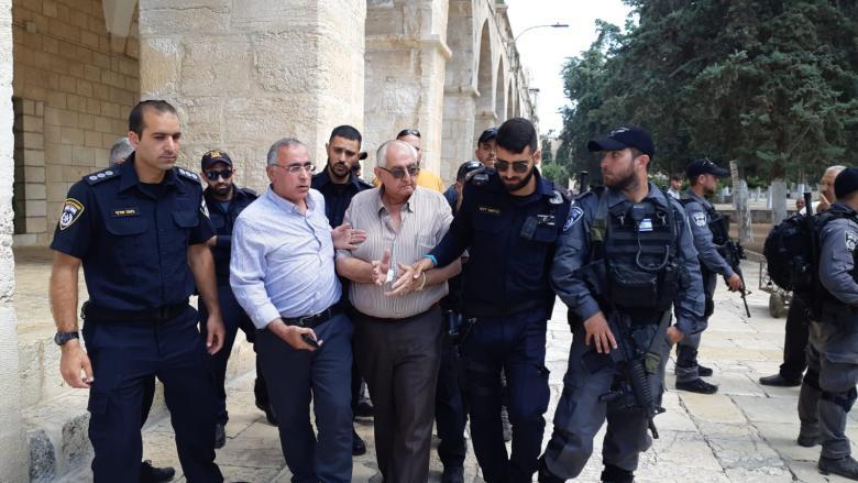 الاحتلال يعتقل مدير الإعمار بالأقصى وأحد موظفيه
