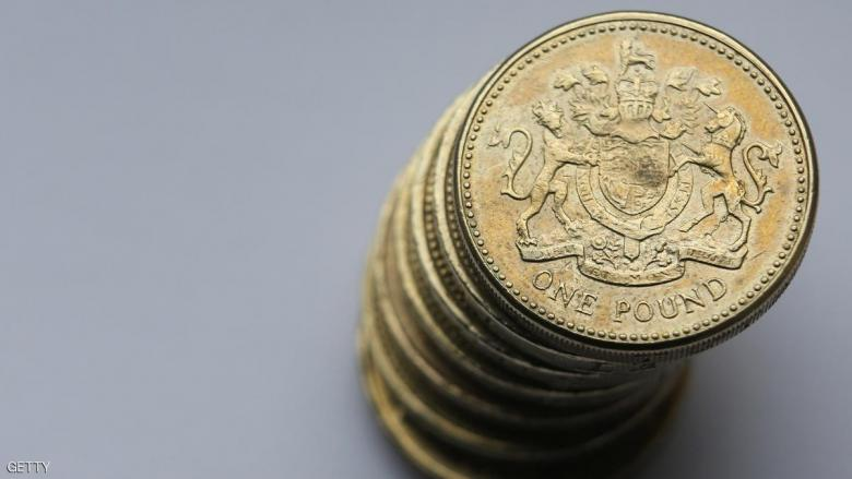 الاسترليني يتراجع لأدنى مستوياته مقابل الدولار