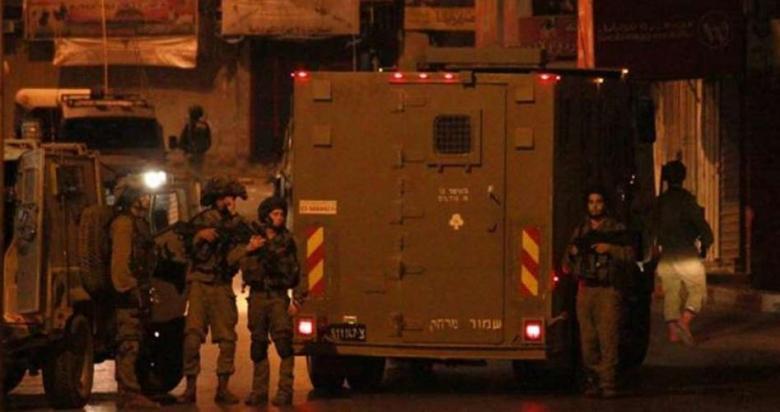 اعتقال 15 مواطناً بحملة مداهمات واسعة بالضفة