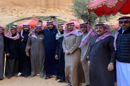 """ولي العهد السعودي مع عدد من الأمراء في مطعم """"أنابلز"""" بالعلا"""