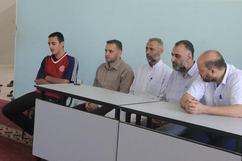 حماس تزور مخيم الشباب والأمل بدير البلح
