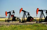 النفط يتراجع بعد تصريحات إيرانية بشأن الإنتاج