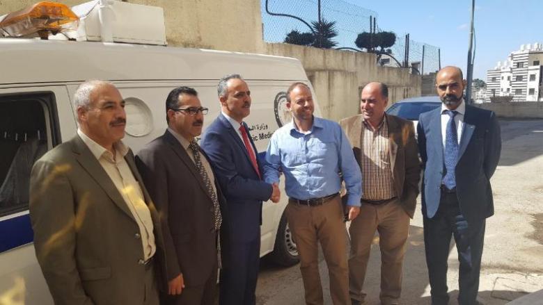 وزارة العدل تتسلم سيارة مجهزة للطب الشرعي