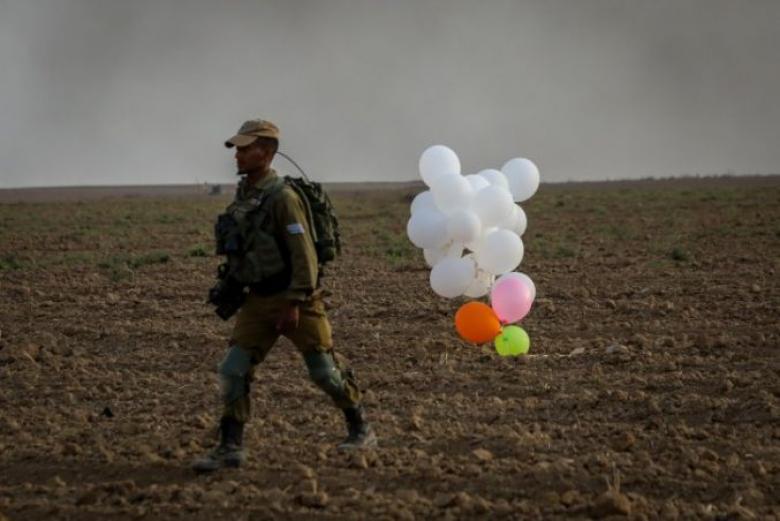 الإعلام العبري: يزعم سقوط بالونات مفخخة في أسدود وعسقلان
