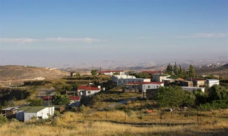"""الاحتلال يمنح أراضي قرب """"بؤرة عامونا"""" للمستوطنين"""