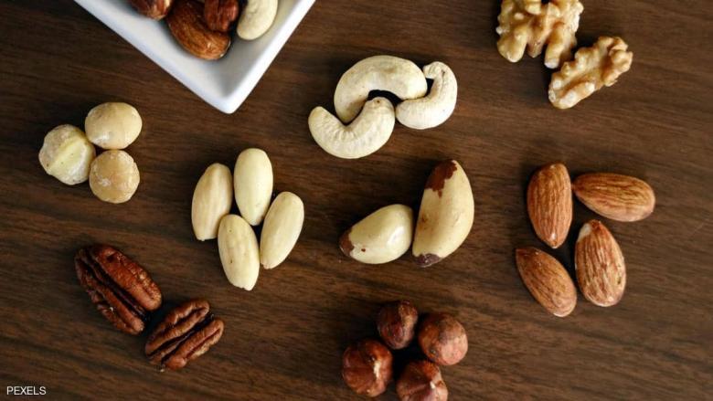 دراسة حديثة تربط المكسرات بزيادة الوزن