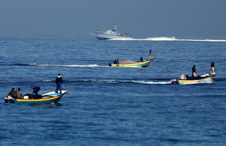 الاحتلال يقلص مساحة الصيد في بحر غزة إلى 6 أميال